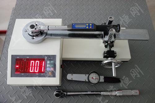 高精度扭力扳手检定装置